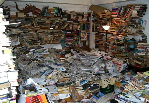 Cluttered bookshelves via junkluggers-com
