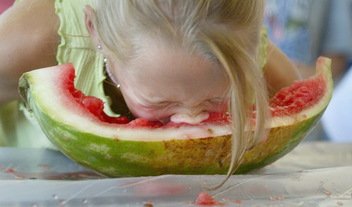 Watermelon eating no hands via jackiesjoy.blogspot-com