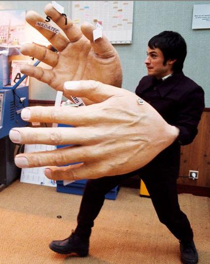 Huge-hands via blogzilly.blogspot-com