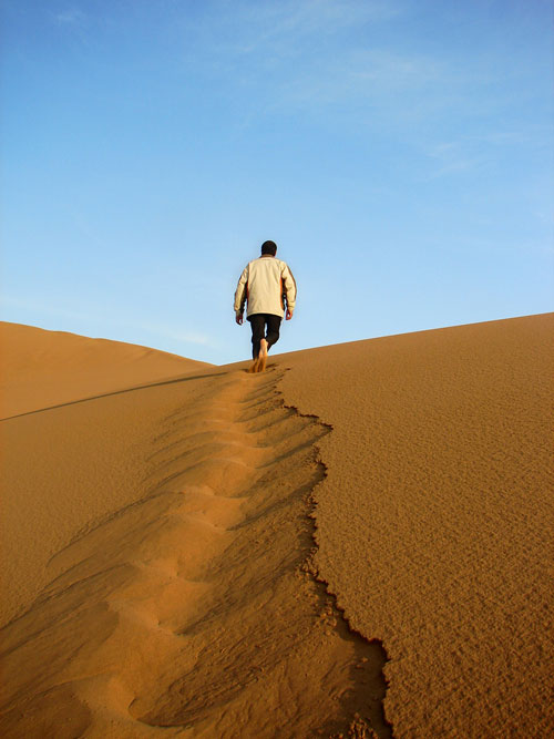 Desert-walk via mackel9.wordpress-com